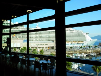 "by E.V.Pita (2014)... Vigo (Spain): ""Oasis of the Seas"", the largest cruiser ship in the World / por E.V.Pita (2014)... Vigo: ""Oasis of the Seas"", el crucero más grande del mundo"