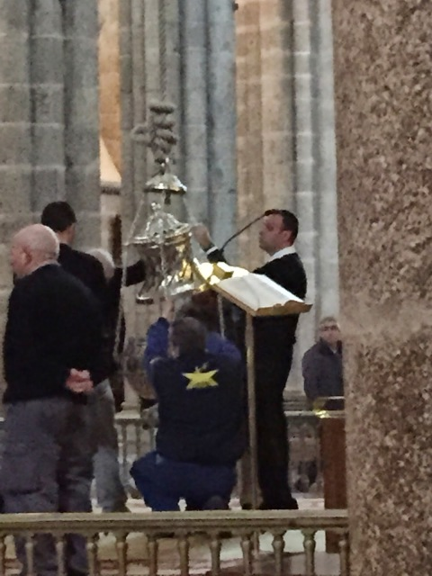 Spain, Botafumeiro (large censer) of Cathedral of Santiago   by E.V.Pita (2015)  http://picturesplanetbyevpita.blogspot.com/2015/04/spain-botafumeiro-large-censer-of.html  Botafumeiro (incensario) de Catedral de Santiago  por E.V.Pita (2015)